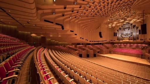 シドニーオペラハウスの大ホールのステージ