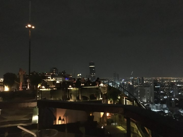 ルーフトップレストラン「Vertigo」の屋上テラス