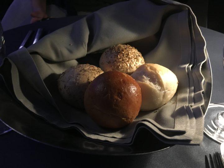 ルーフトップレストラン「Vertigo」のパン