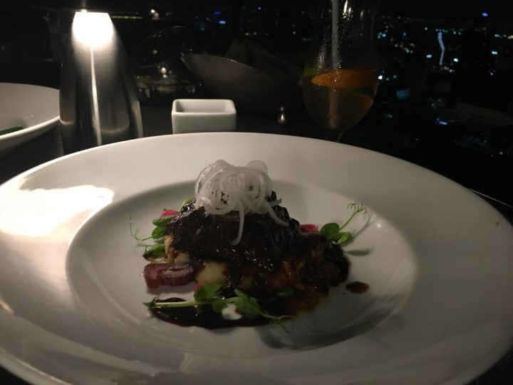 ルーフトップレストラン「Vertigo」のメイン料理