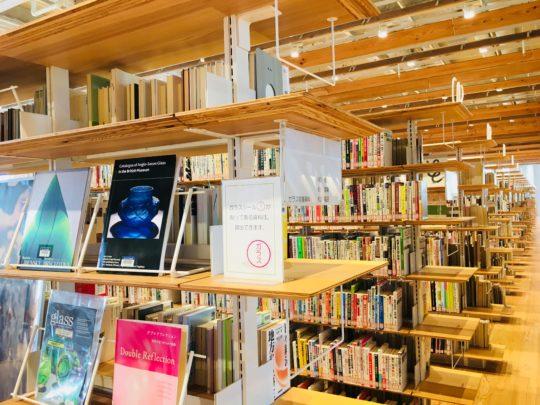 富山ガラス美術館 図書館