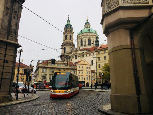 プラハ城 近く 聖ニコラス教会