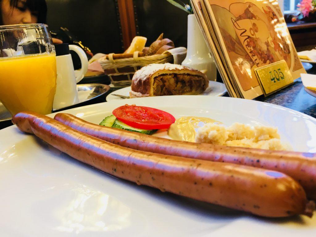 プラハ 市民会館 レストラン 朝食