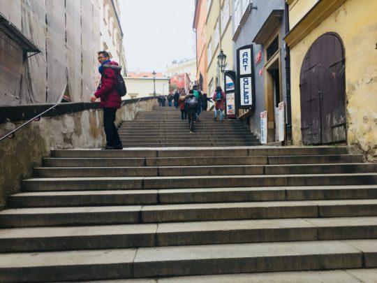 プラハ城 アクセス 階段