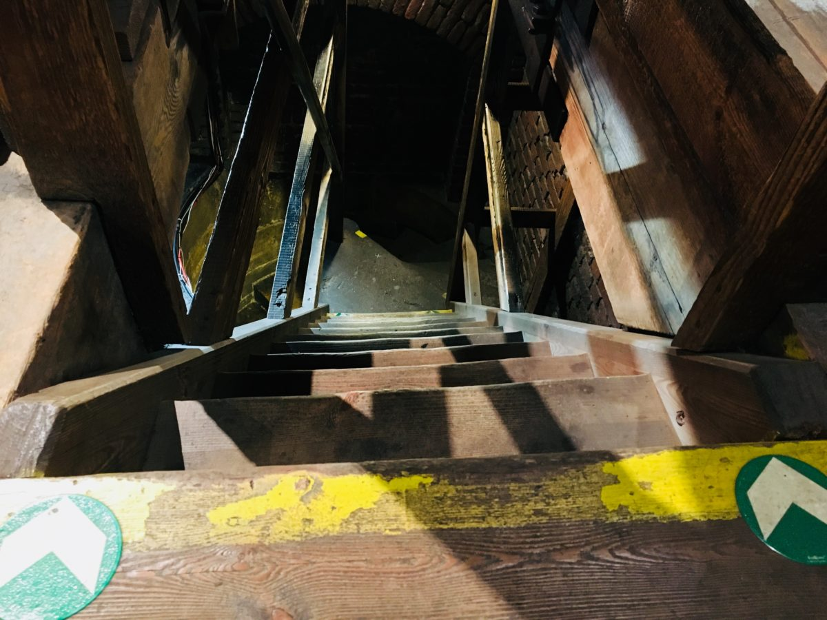 火薬塔の階段