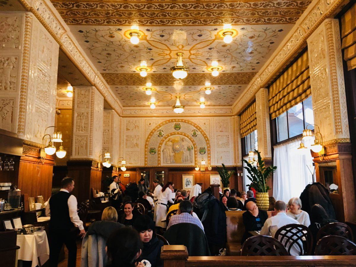 プラハのインペリアルホテルのカフェ