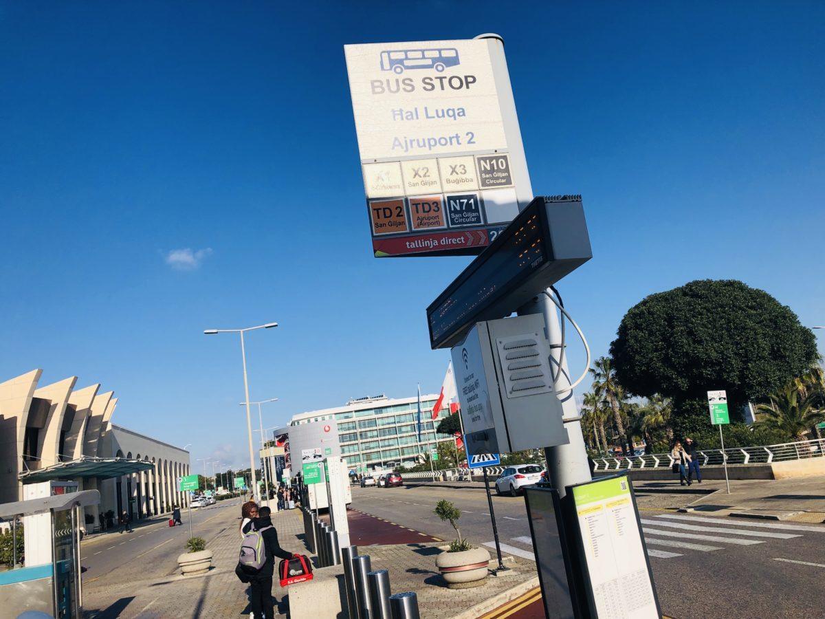 マルタのバス停表示