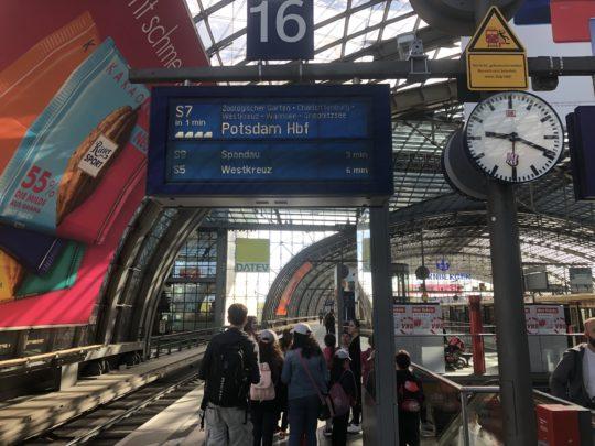 ポツダム行き ベルリン中央駅 プラットフォーム
