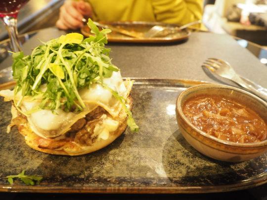 """ブリュッセルでおすすめレストラン""""FLOYD'S""""のハンバーガー"""