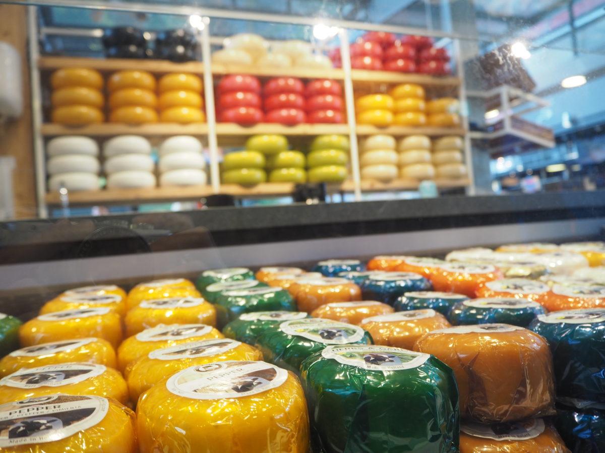 オランダロッテルダムのマルクトホールのチーズ屋