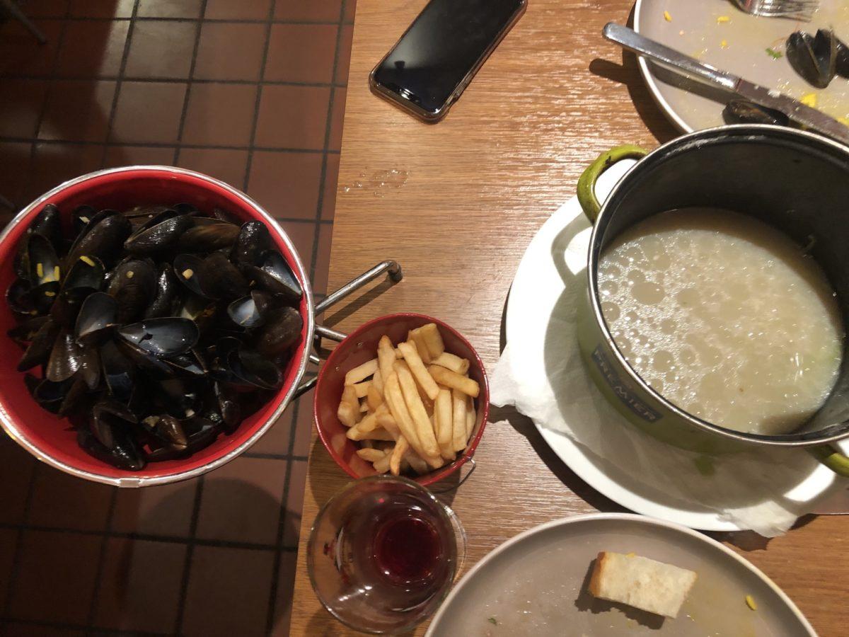 """ブリュッセルのレストラン""""La Luna Di Venezia""""でムール貝完食"""