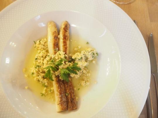 """ブリュッセルでおすすめレストラン""""L'ATLIER DE WILLY""""の前菜(ホワイトアスパラガス)"""