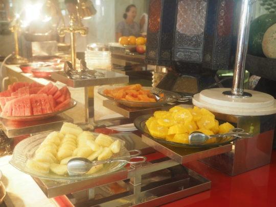 ムリアリゾート ザ・カフェのビュッフェ朝食 フルーツ