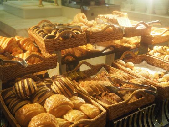 ムリアリゾート ザ・カフェのビュッフェ朝食 パン