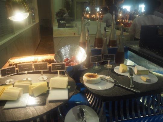ムリアリゾート ザ・カフェのビュッフェ朝食 チーズ