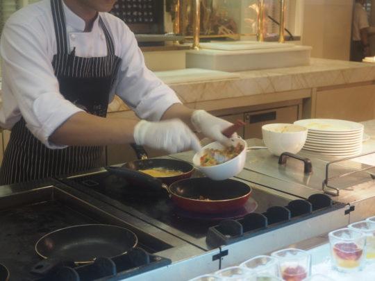 ムリアリゾート ザ・カフェのビュッフェ朝食 オムレツ