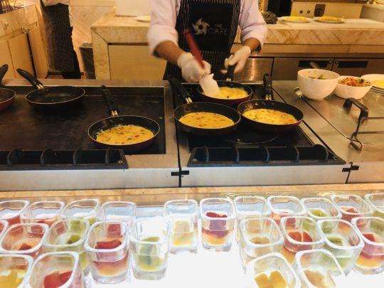 ムリアリゾート ザ・カフェのビュッフェ朝食 卵スタンド