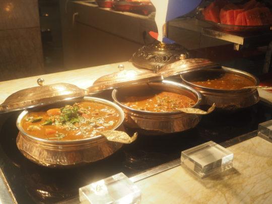 ムリアリゾート ザ・カフェのビュッフェ朝食 カレー