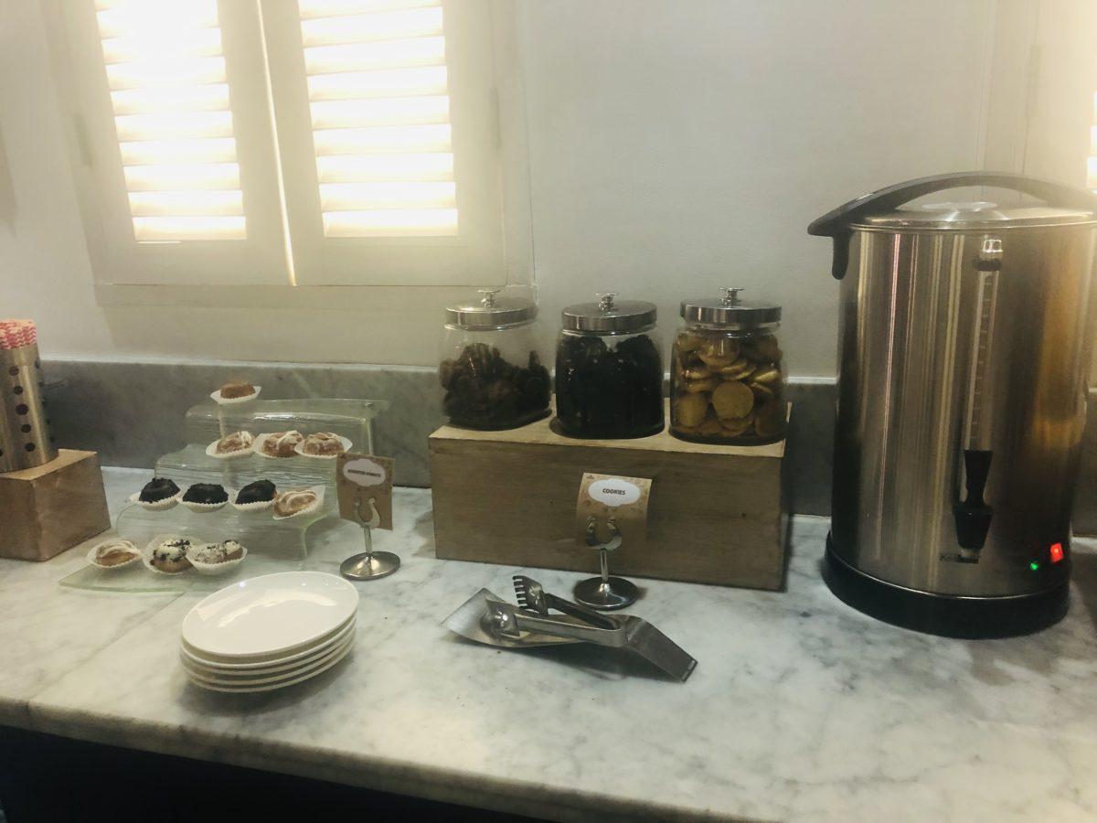 バリ ンガガライ国際空港プライオリティラウンジの食べ物