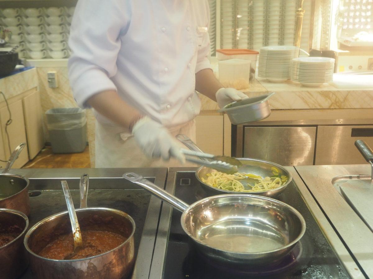 ムリアリゾート ザカフェ ディナー オープンキッチン