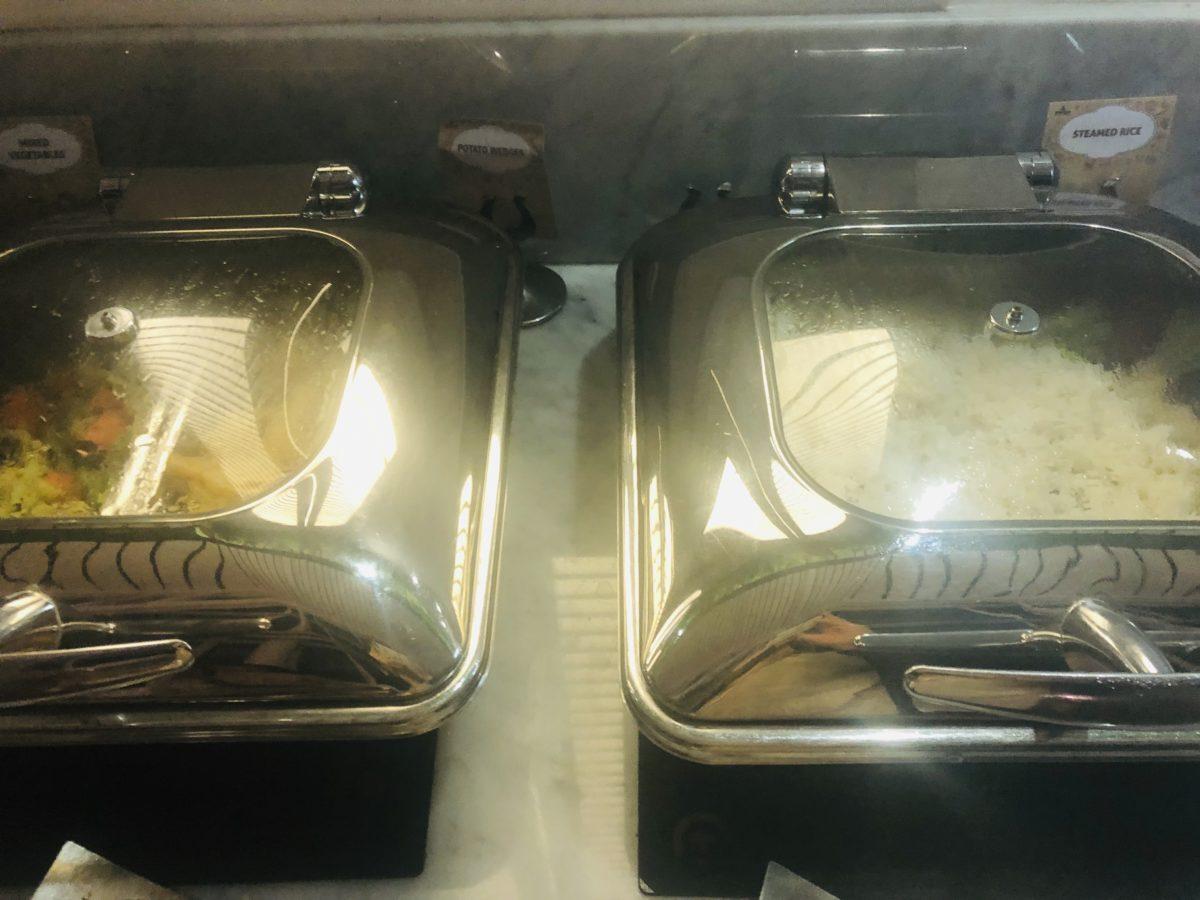 バリ ンガガライ国際空港 プライオリティパスラウンジ食事