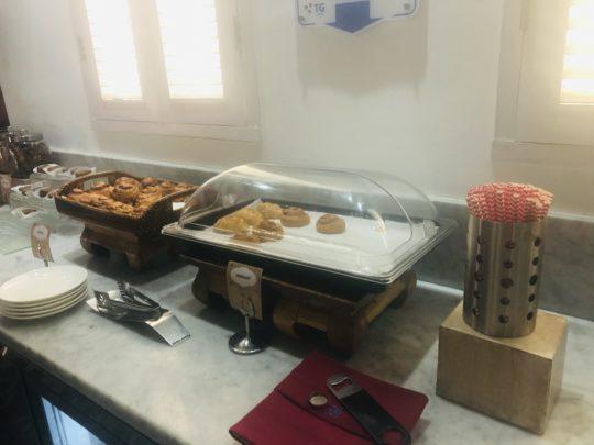 バリ ンガガライ国際空港プライオリティラウンジの食事