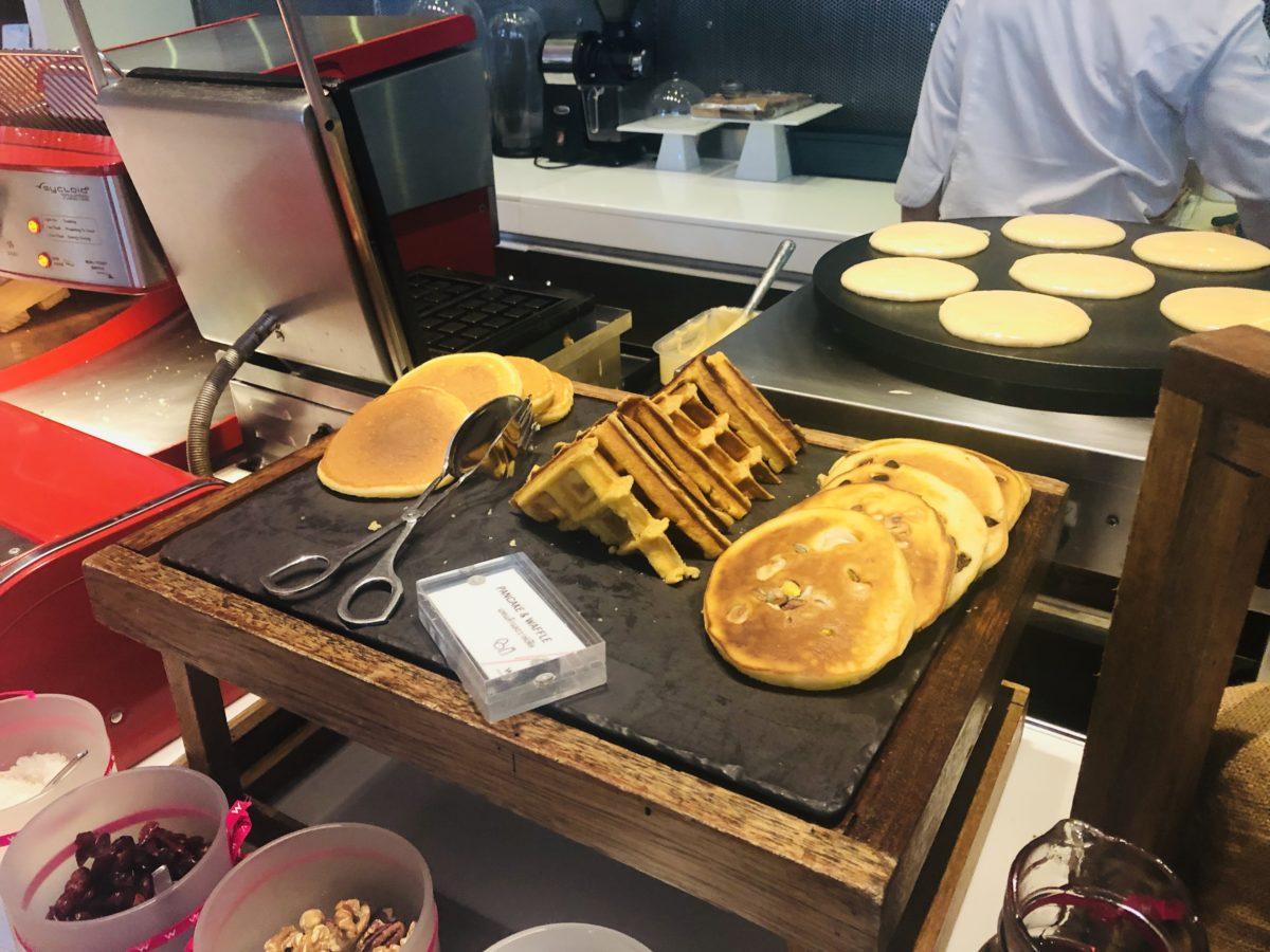タイのWバンコクホテルの朝食ホットケーキ
