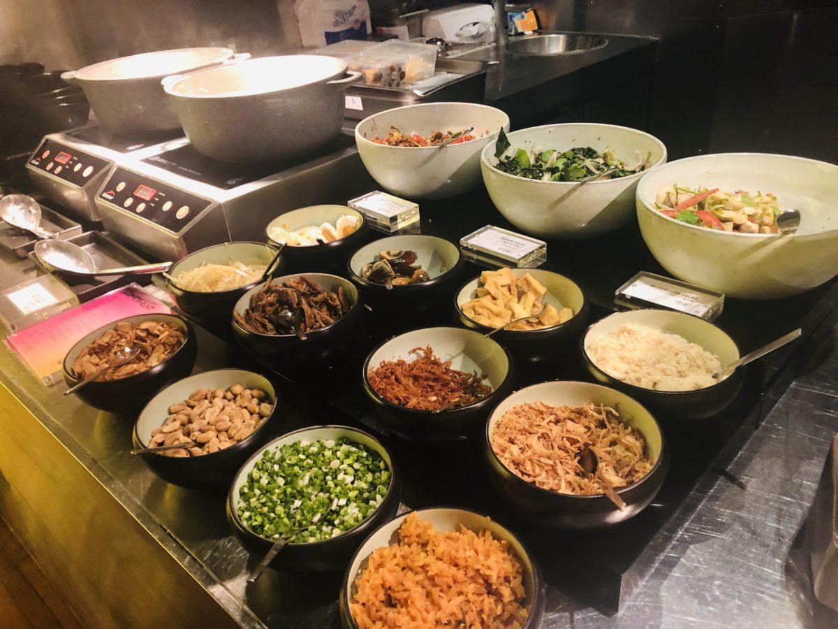 タイのWバンコクホテルの朝食 お粥のトッピング