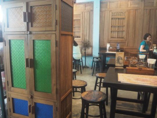 バンコクのレストラン「バーン・パッタイ」の店内
