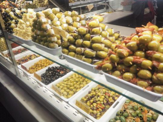 サンミゲル市場のオリーブ屋さん