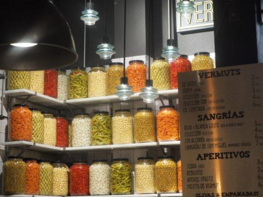 サンミゲル市場の瓶漬けオリーブ