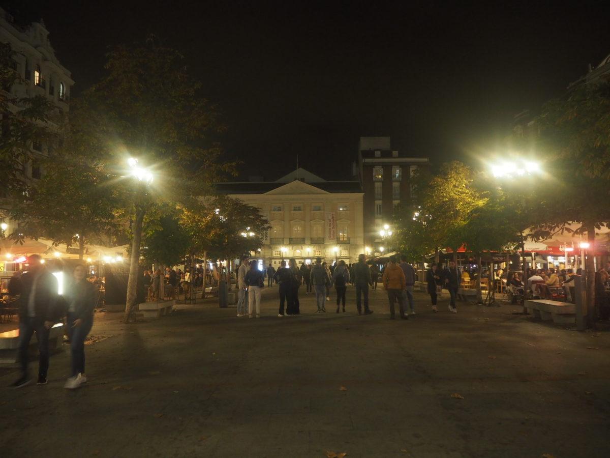 夜のPlaza de Santa Ana(サンタ・アナ広場)