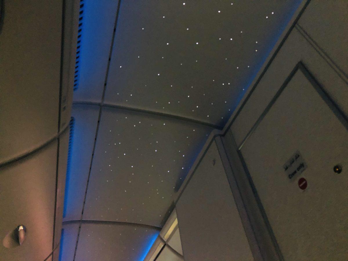 エミレーツ航空の機内プラネタリウム天井