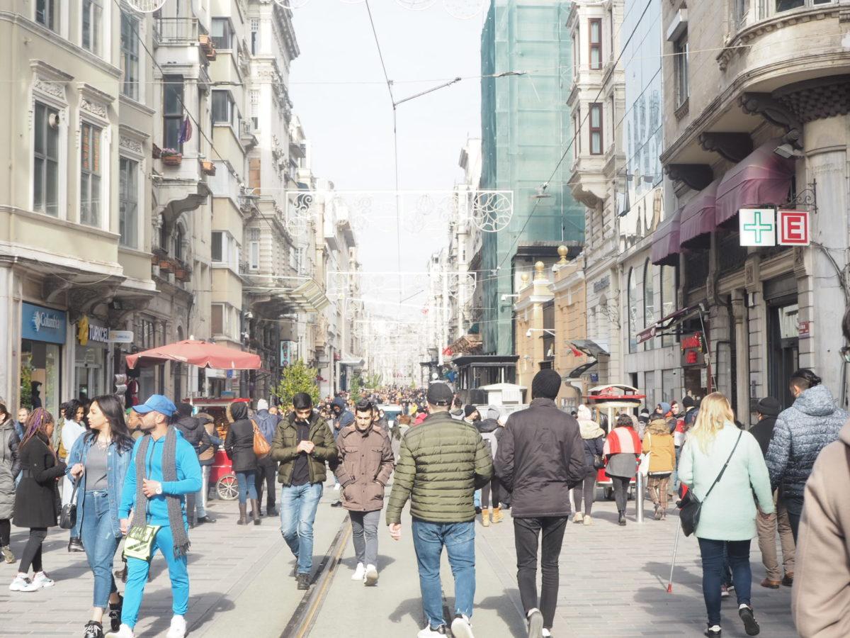 イスタンブール新市街のイスティクラル通り