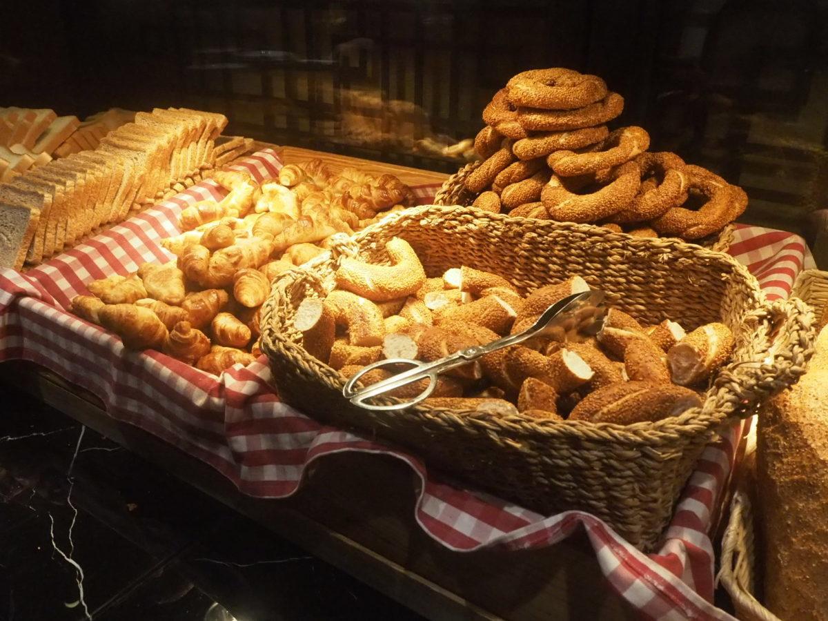 スラハギアソフィアホテル(Sura Hagia Sophia Hotel)の朝食のパン