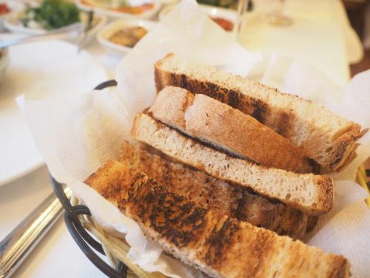イスタンブールのトルコ料理レストラン「ギリットリ」のパン