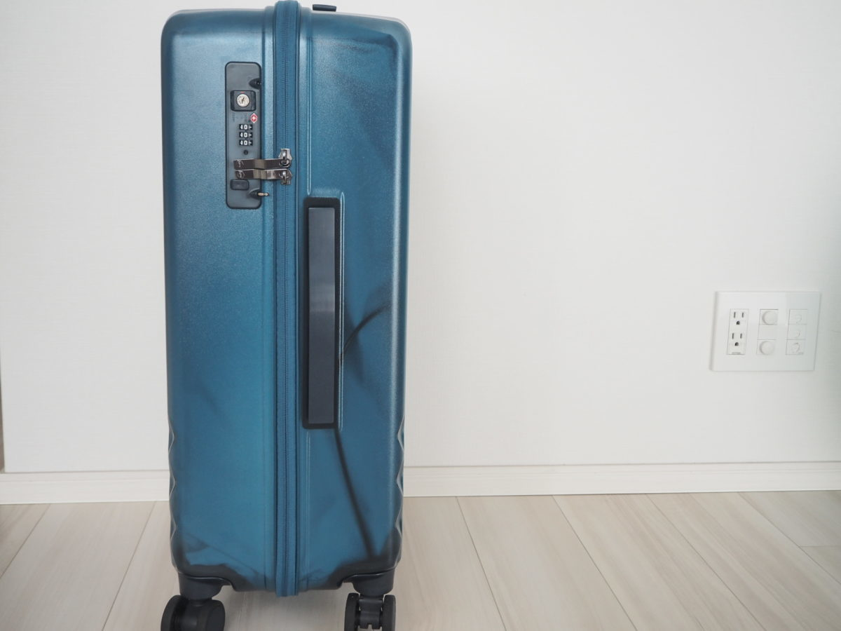 エース(ACE)のハントソロ(HaNT solo)スーツケースを横から見た写真