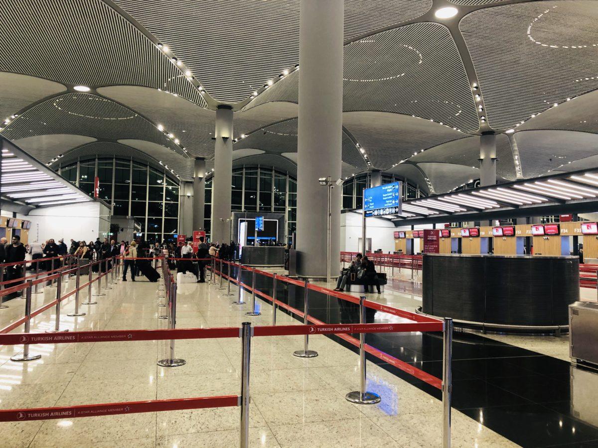 イスタンブール新空港のトルコ空港のチェックインカウンター