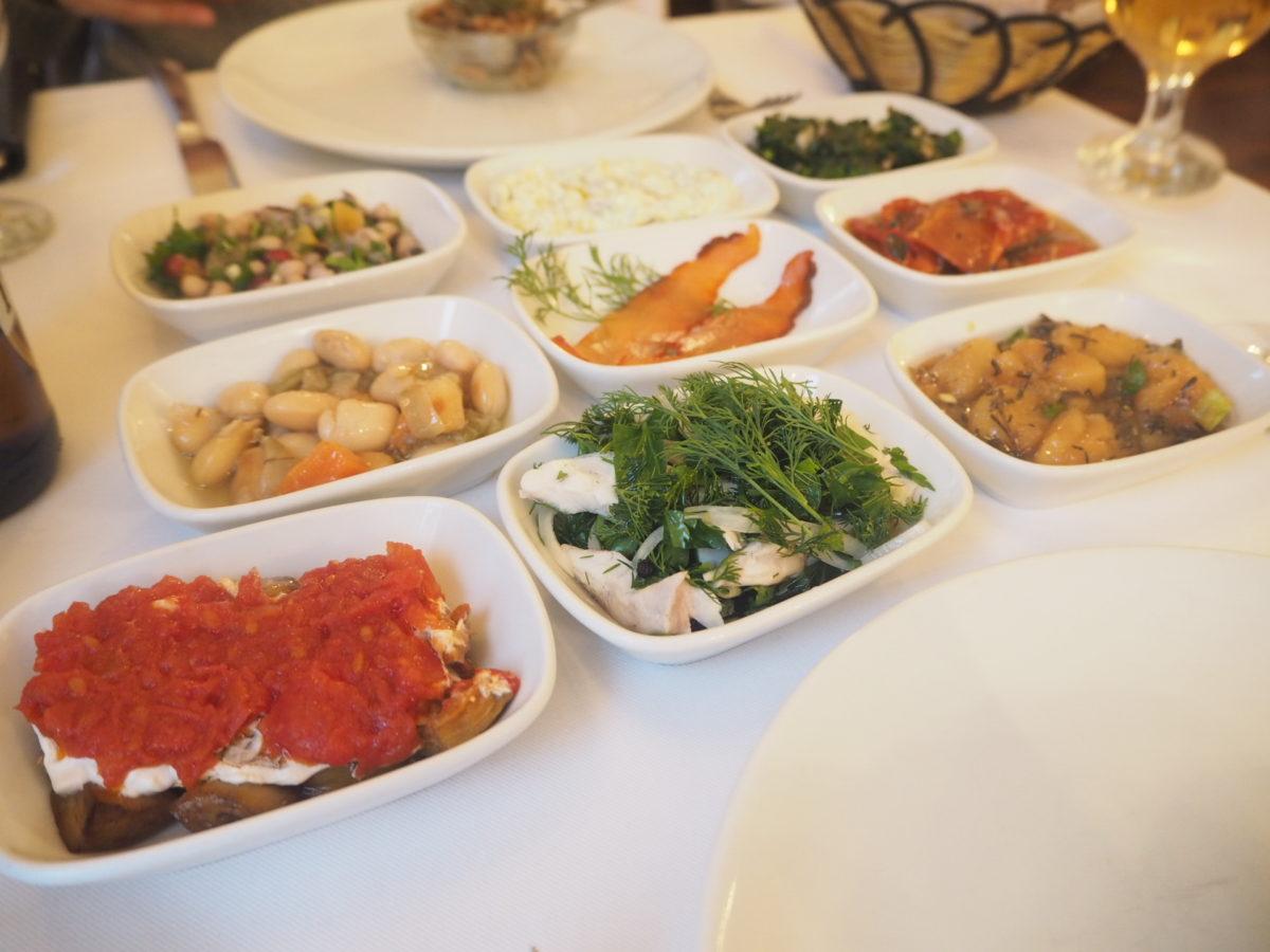イスタンブールのトルコ料理レストラン「ギリットリ」の前菜盛り合わせ