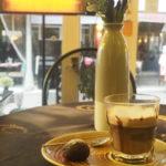 イスタンブールのカフェのカフェマキアート