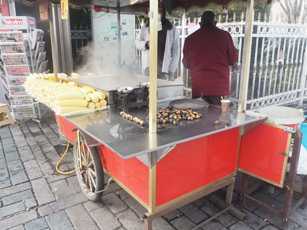 イスタンブールの焼き栗屋さん