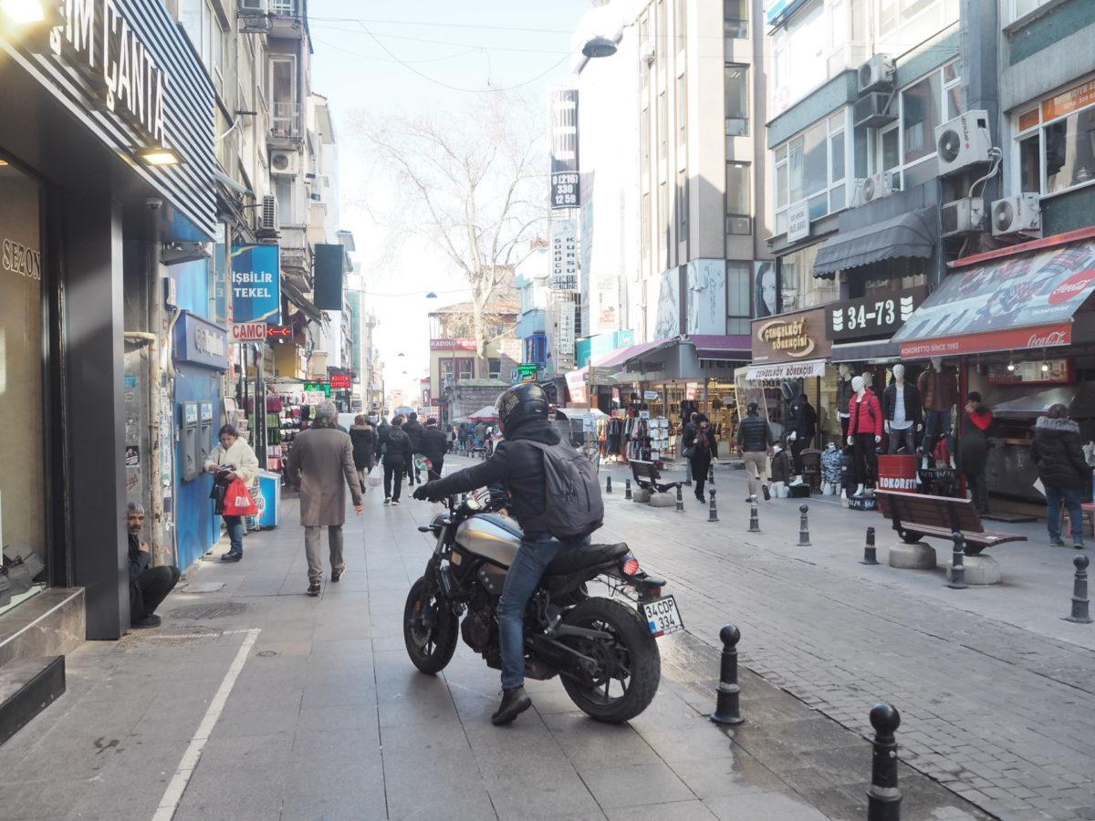 イスタンブールアジア側の街「モダ」
