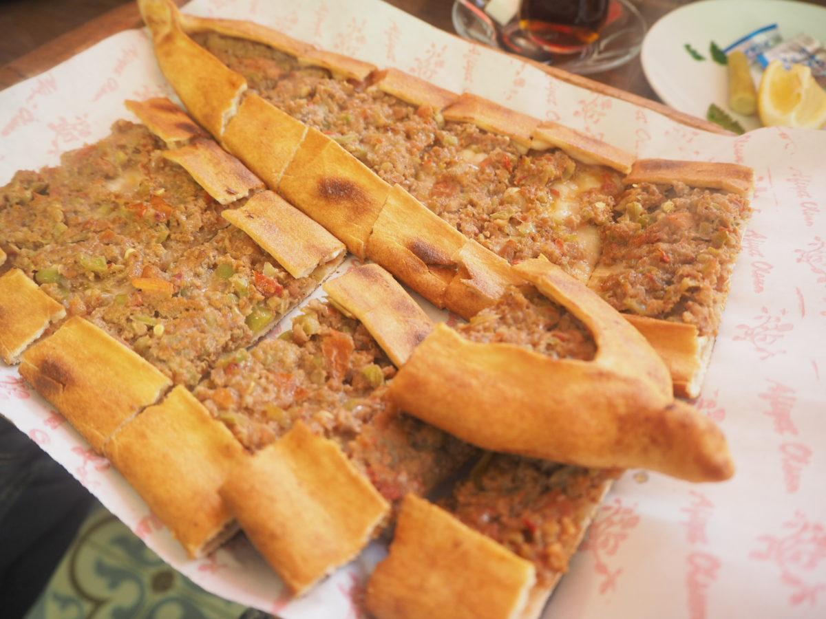 トルコの伝統料理「ピデ」