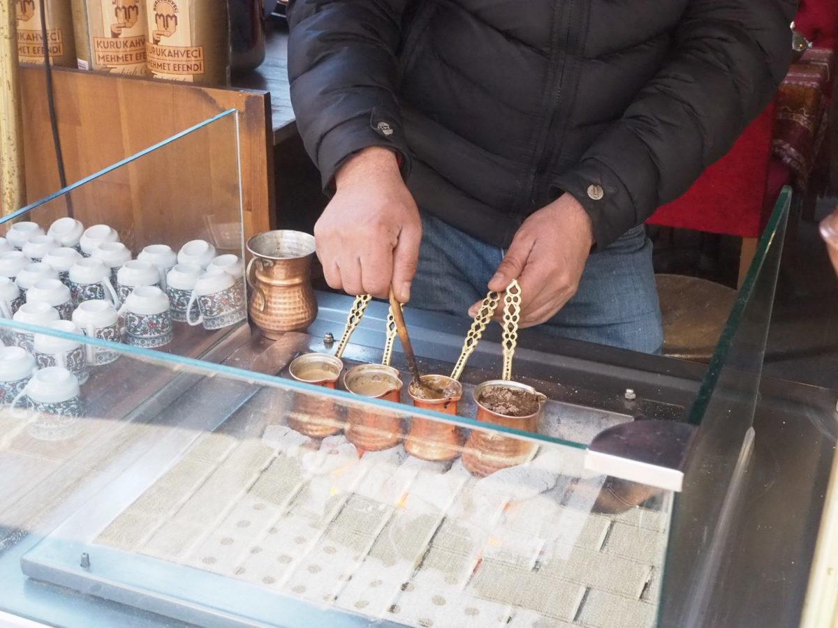 伝統的なトルココーヒーの淹れ方