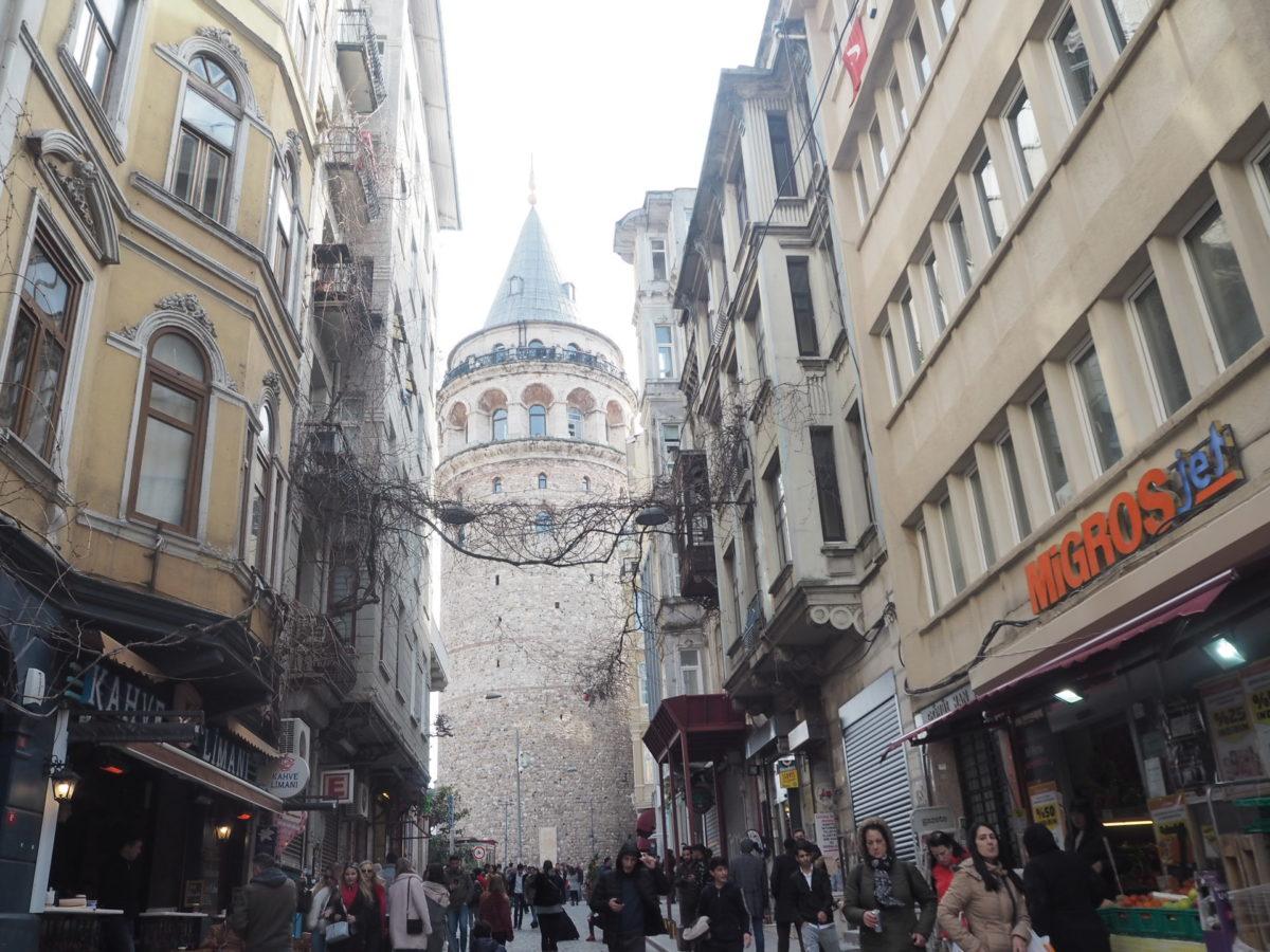 イスタンブール新市街の観光スポット ガラタ塔