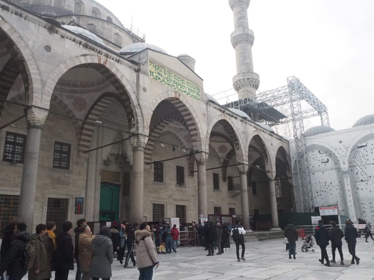 イスタンブール旧市街の観光スポット ブルーモスクは工事中
