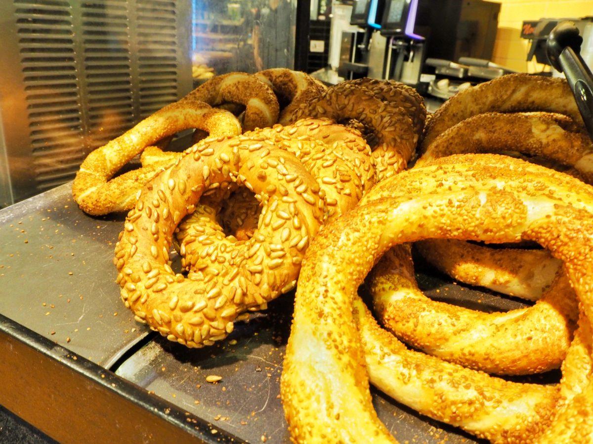 トルコの伝統的なパン「スィミット」