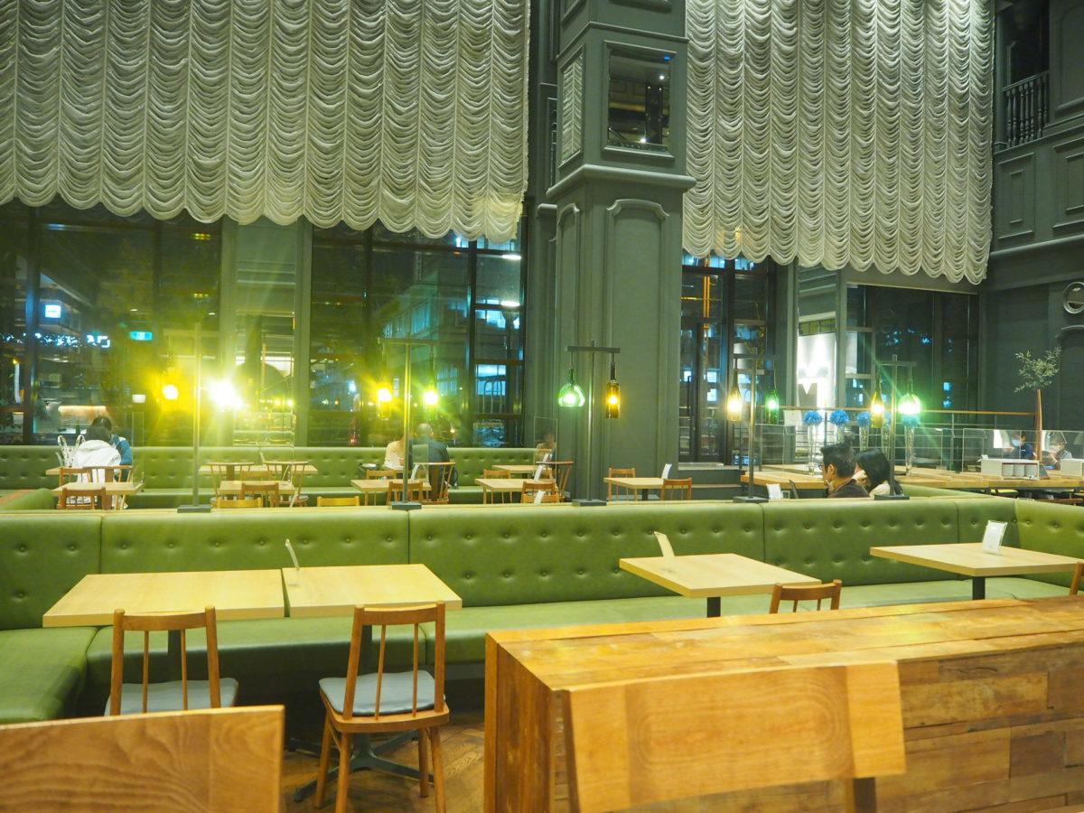 星野リゾートOMO7旭川のラウンジテーブル