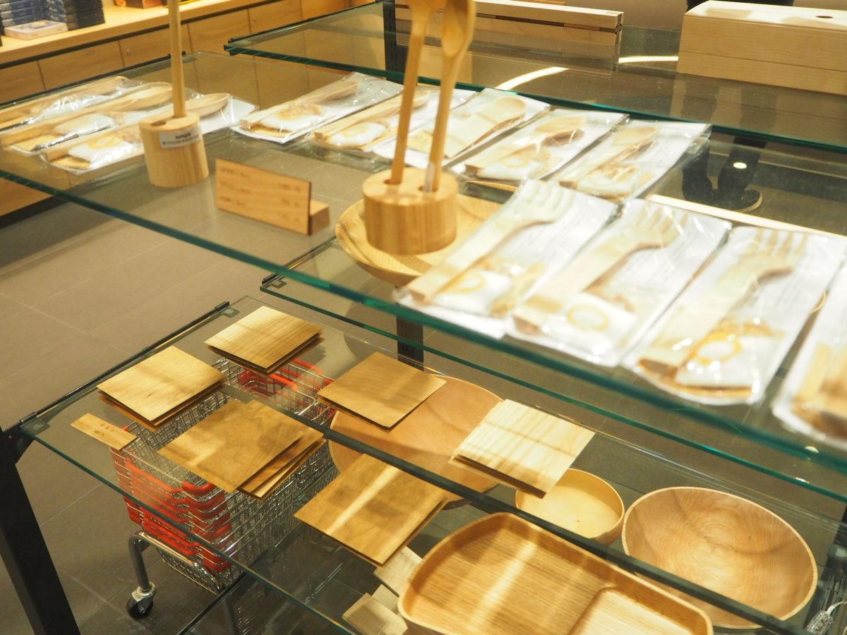 星野リゾートOMO7旭川のお土産コーナー(木のグッズ)